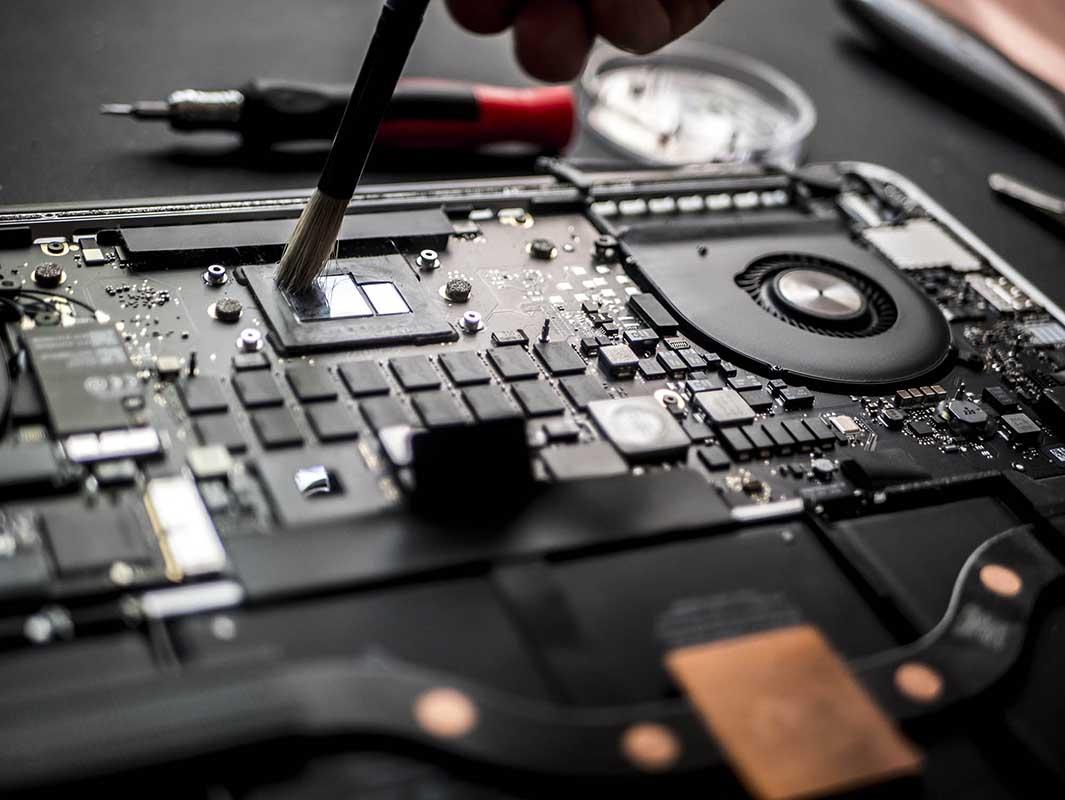 Oferujemy profesjonalną usługę czyszczenia laptopa