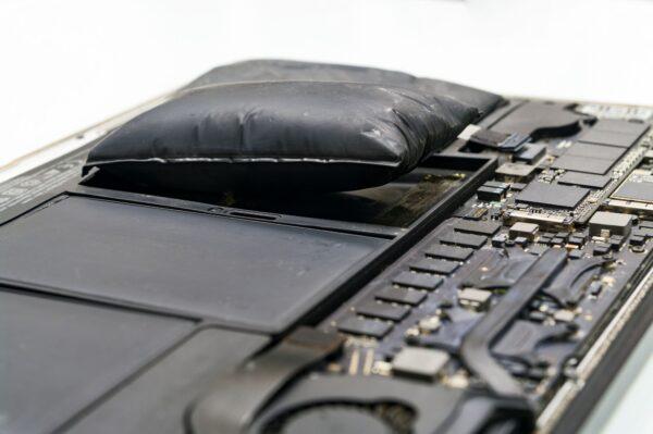 Usługa wymiany baterii w laptopie